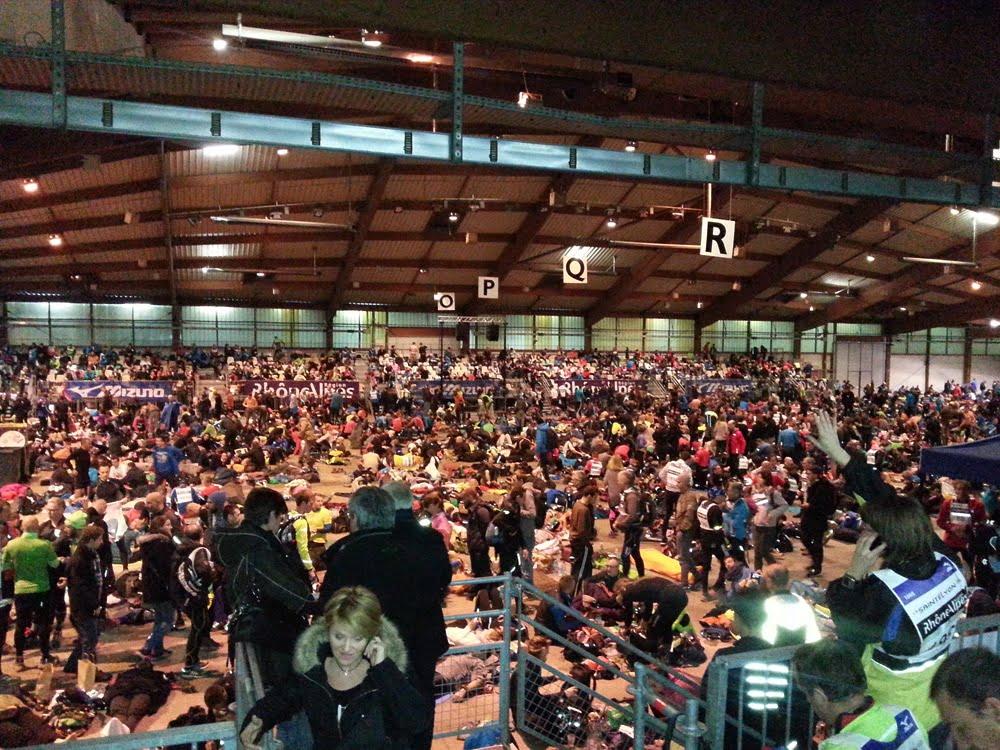 Hall d'attente rempli de runners lors de la Saintélyon