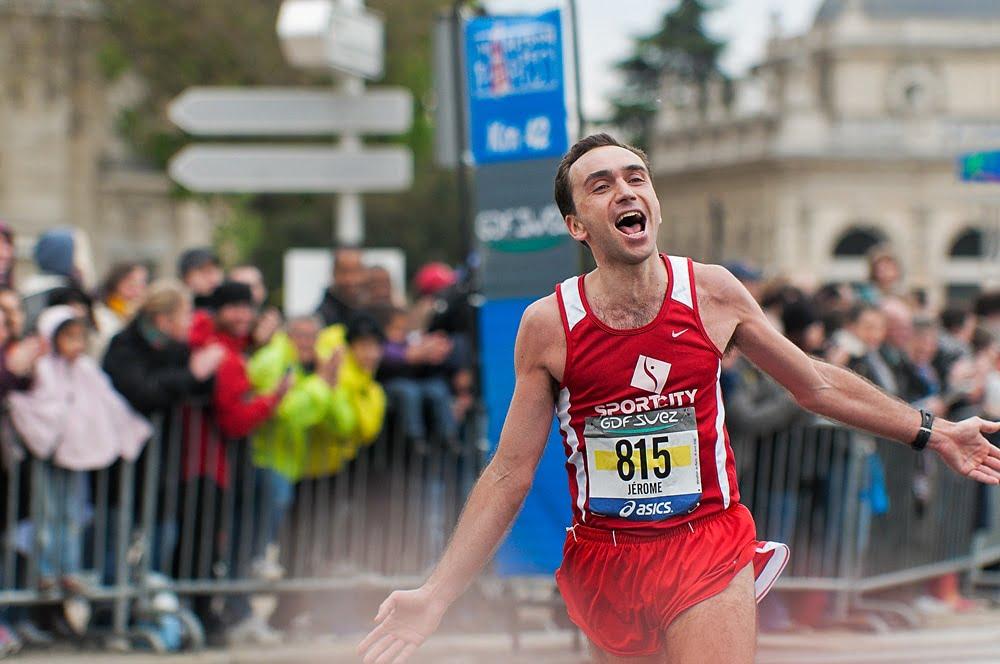 Un coureur qui finit un marathon