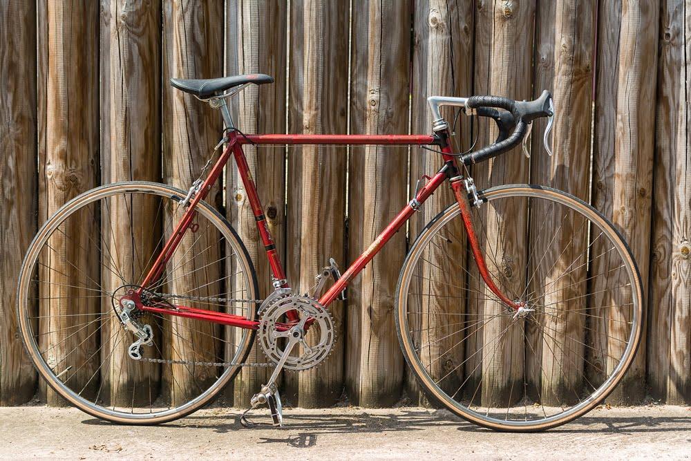 Vieux vélo tout restauré