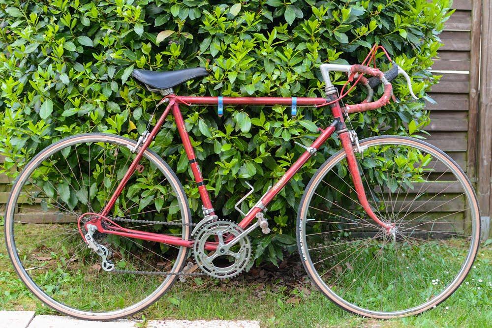 Un vieux vélo à restaurer