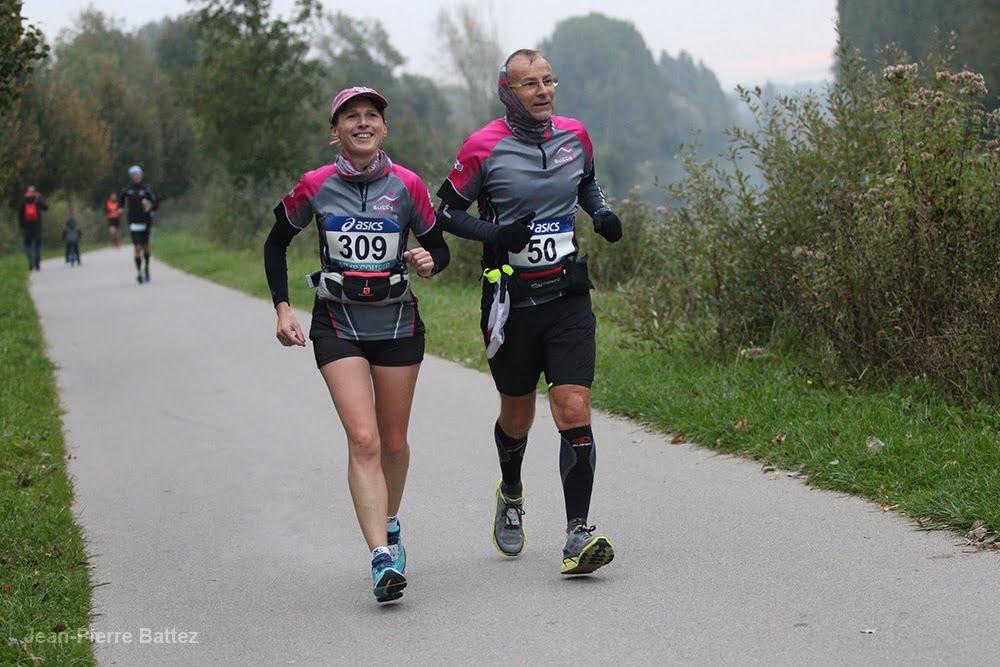 Deux coureurs sur les 100 kms d'Amiens