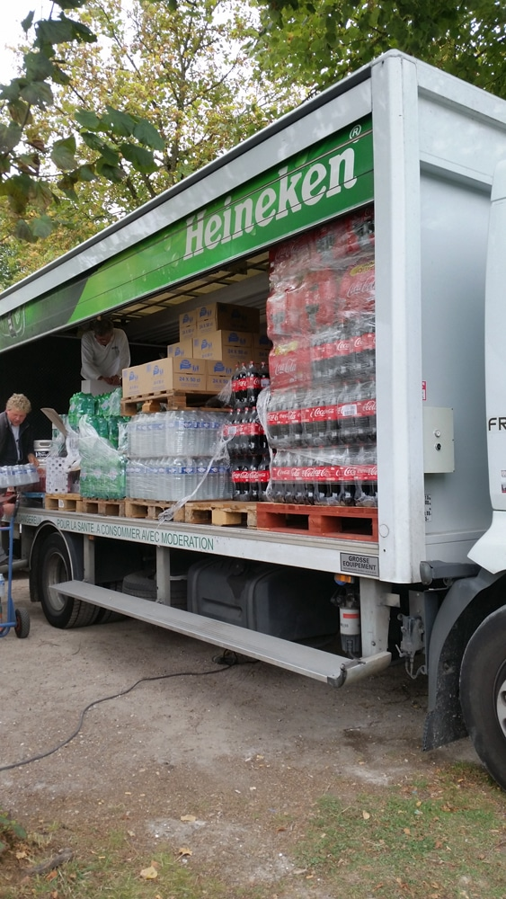 Camion contenant les boissons pour les coureurs