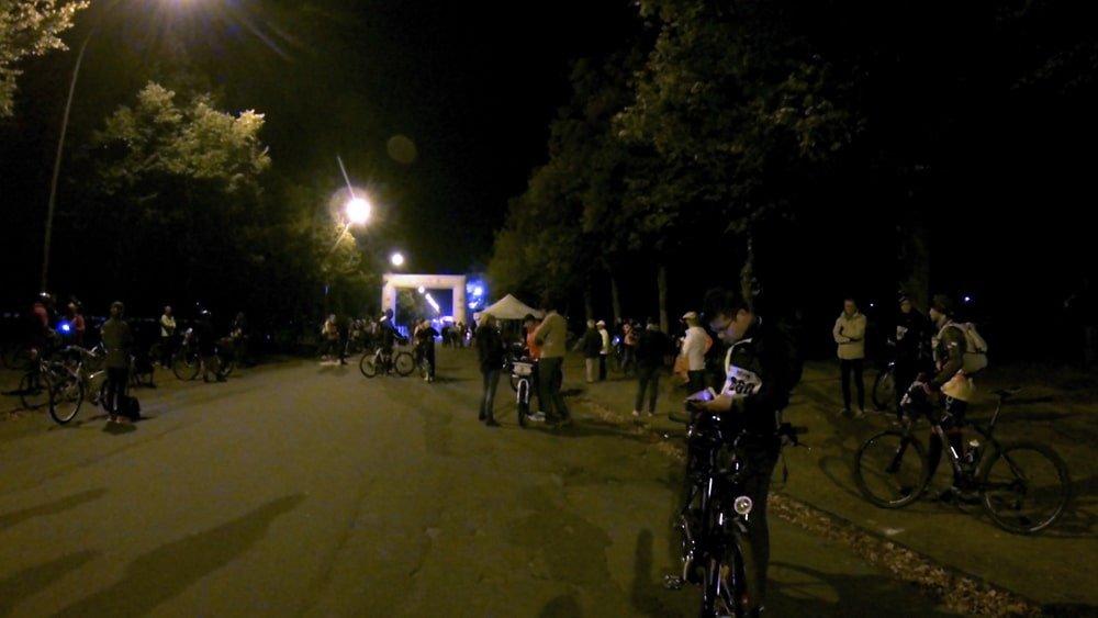 Les vélos attendent les coureurs de l'ultra