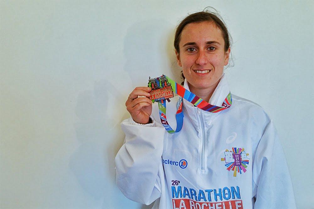 Mimi avec la médaille du Marathon de la Rochelle